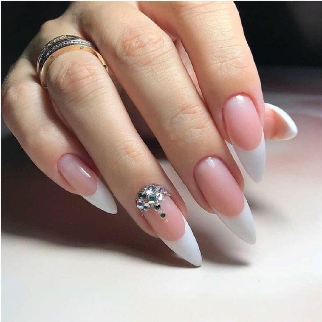 Reinventa tu manicura francesa con pequeñas piedras ...