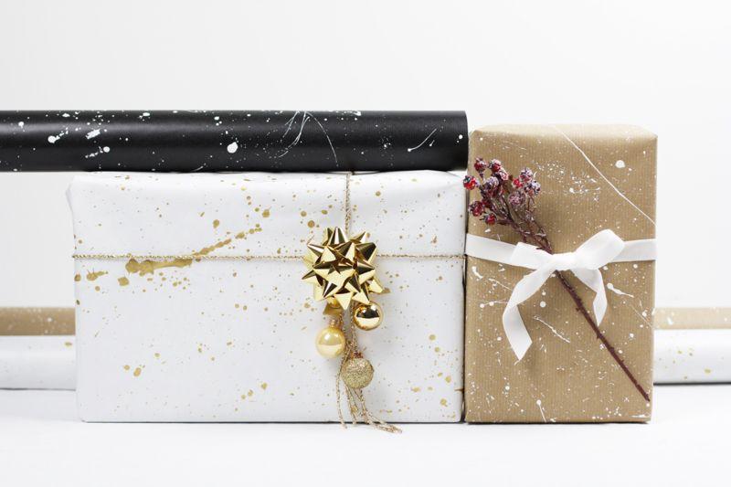 Alle Weihnachtsgeschenke haben wir zwar ehrlich gesagt noch nicht beisammen, aber wie wir unsere Geschenke dieses Jahr verpacken möchten, wissen wir schon ganz genau: Mit selbstgestaltetem Geschenkpapier. Drei ganz einfache und trotzdem tolle DIY-Ideen haben wir heute für euch. Solltet ihr Lust haben, gemeinsam mit uns eines dieser DIYs oderweiterlesen …