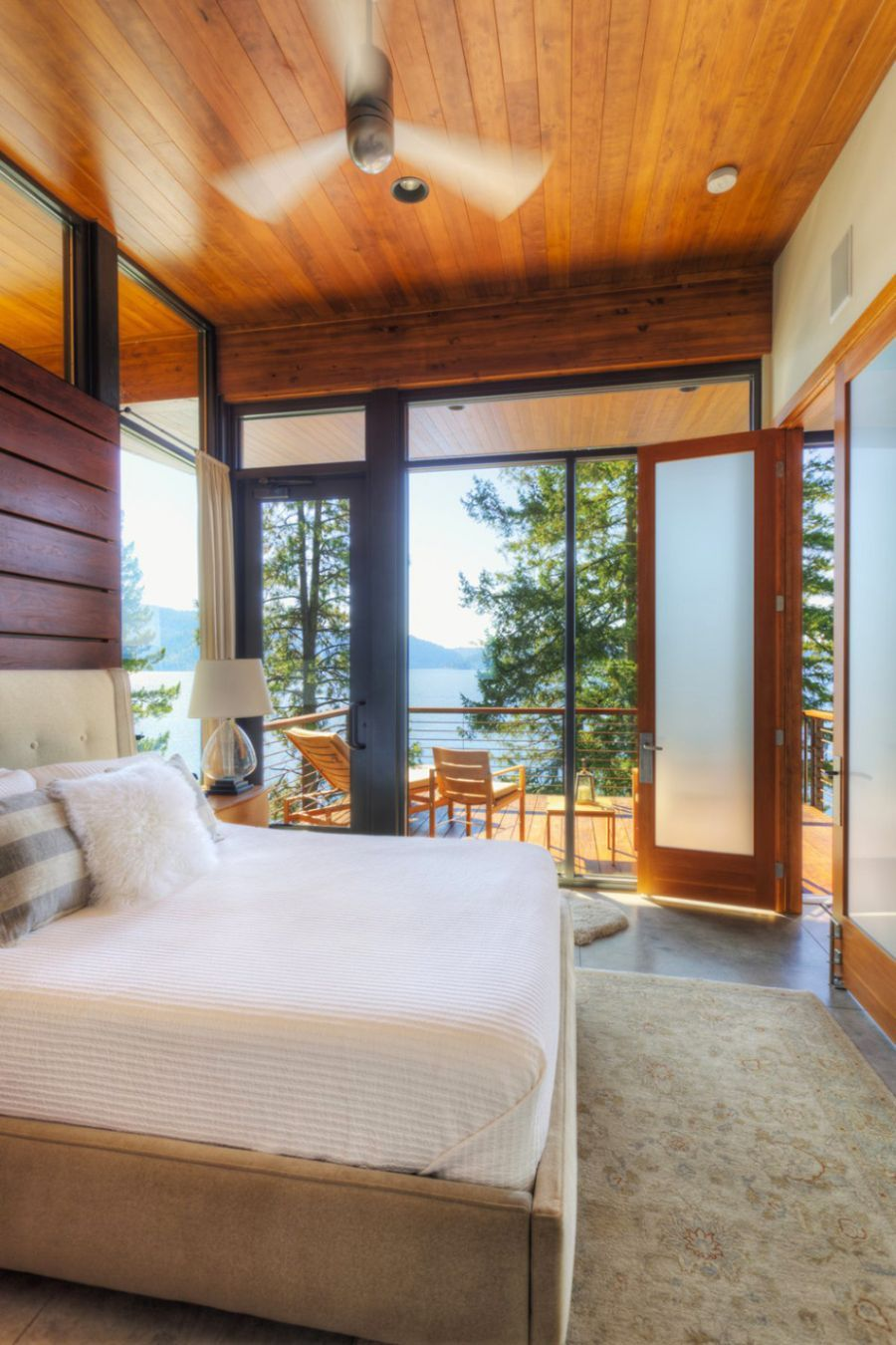 Lake House Bedroom Coeur Dalene Cabin Blends Lovely Lake Views With Modern Interiors