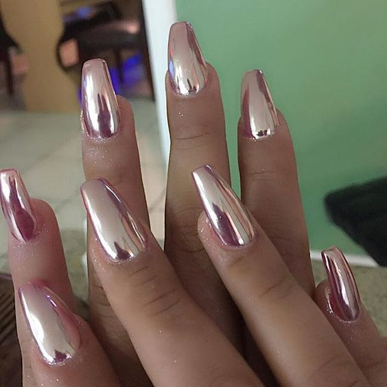 Metallic Nail Designs Will Be Quite Por This Year So You Should Definitely Try To Rose Gold Nails Chromeacrylic