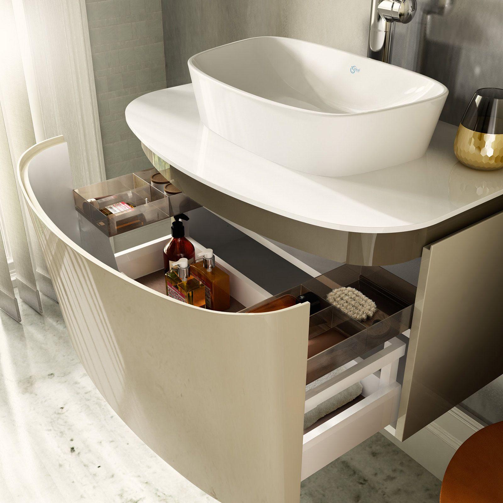 Il nuovo lavabo è d'appoggio per il bagno di casa Bagno