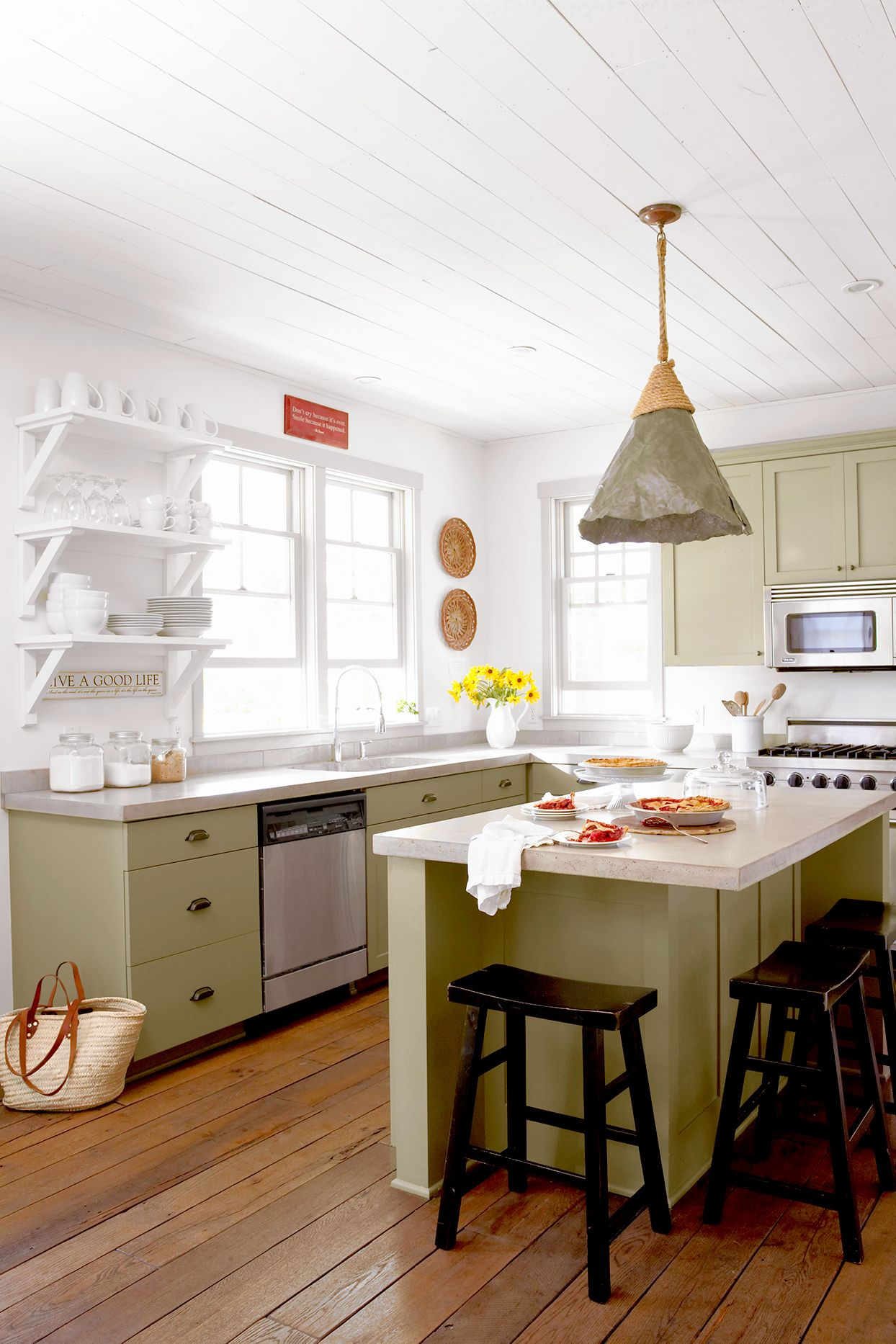 23 farmhouse kitchen ideas for a perfectly cozy cooking space in 2020 kitchens without upper on kitchen ideas simple id=90959