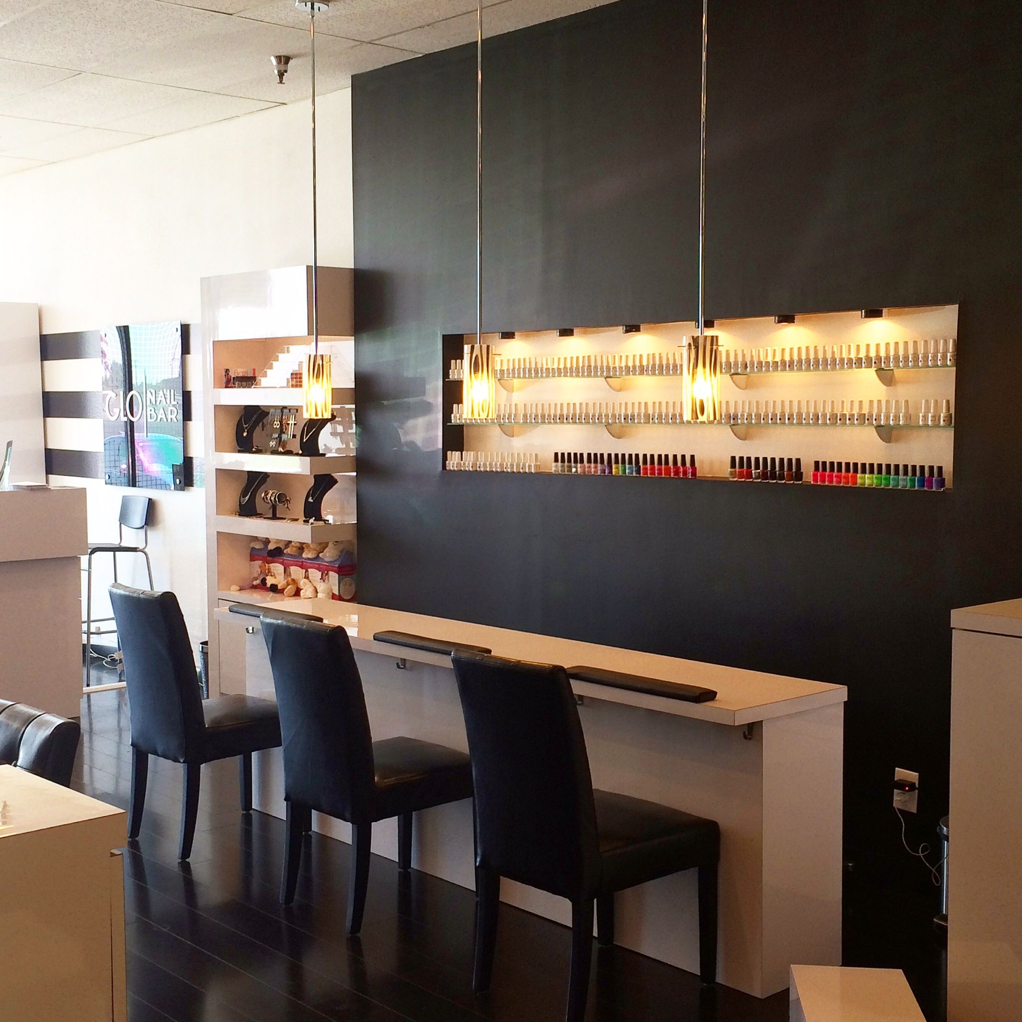 cool salons glo nail bar in costa mesa calif salon. Black Bedroom Furniture Sets. Home Design Ideas