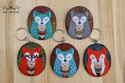 Купить или заказать Брошь/брелок 'Шаманка' в интернет-магазине на Ярмарке Мастеров. Ярк(ая)ий,красив(ая)ый брелок или брошь с девушкой-шаманкой. Можно носить на одежде, использовать для связки ключей или прицепить к сумочке. Отличный подарок для себя любимой или для подружки!