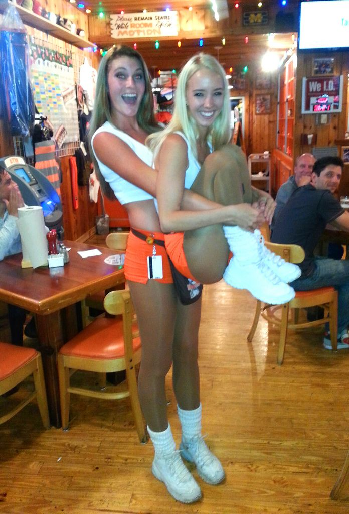 pantyhose Hooters airlines