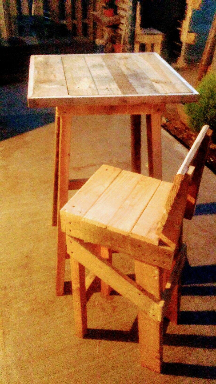 Mesa periquera y banco