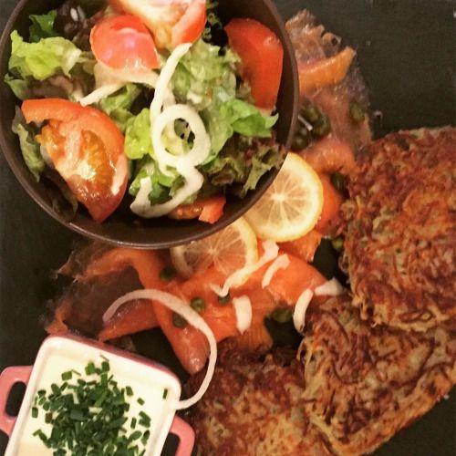 cuisinedemememoniq:  Galettes de pommes de terre au saumon. La...