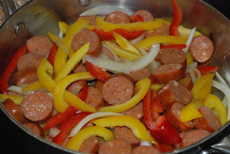 Sarah's Sausage & Peppers Pasta! (S) THM