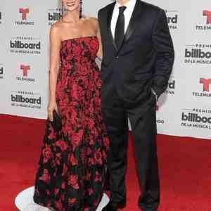 Las parejas más esperadas de los Premios Billboard 2016 pasearon su amor por  la alfombra roja, Mira qué guapos llegaron Marc Anthony, Shannon de Lima y  más.