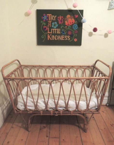 Kijiji: Gorgeous Vintage Rattan Crib / Lit de bébé rotin ...