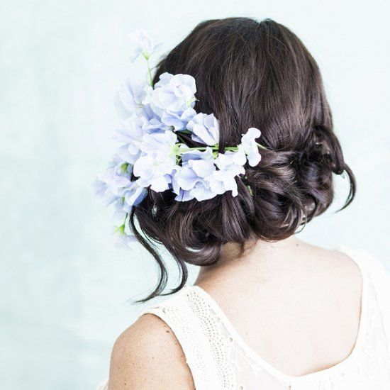 Four super stylish ways to wear #flowers in your hear - whatever your wedding style!