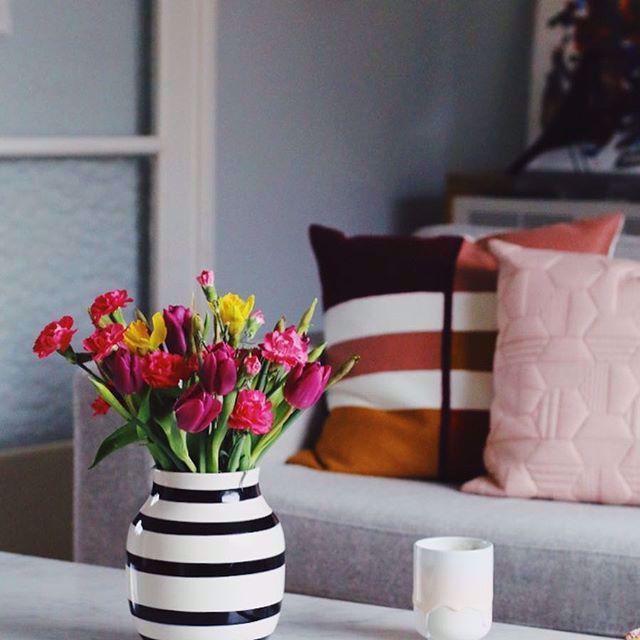 F L O W E R S | Flowers for you. . . . Ich bin heute spät dran, aber dafür habe ich einen kleinen Blumengruß für euch im Gepäck. Denn ich bin so glücklich über den Austausch hier, den meine #storyforstory Aktion mit sich bringt, dass ich meine Freude gern mit euch teilen mag. Habt einen schönen Tag! . . . . #livingathomexholly #coffee #butfirstcoffee freshflowers #hyggelig #hygge #berlin #hyggehomeberlin #instahome #home #homesweethome #homedecore #scandinavian #scandinaviandesign #...