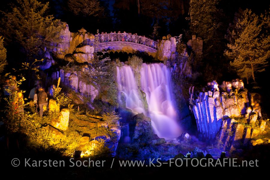 Beleuchtete Wasserspiele Bergpark Kassel Wilhelmsšhöhe http://blog.ks-fotografie.net/pressefotografie/kassel-pressefotograf-blick-ins-archiv/