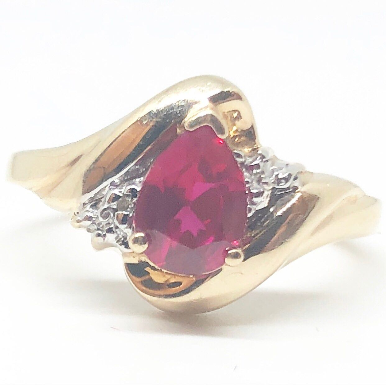 This Is An Absolutely Beautiful Genuine Ruby And Diamond Ring In Solid 10k Yellow Gold Size 6 5 The Ring Showcase Kay Jewelers Rings Ruby Diamond Rings Rings