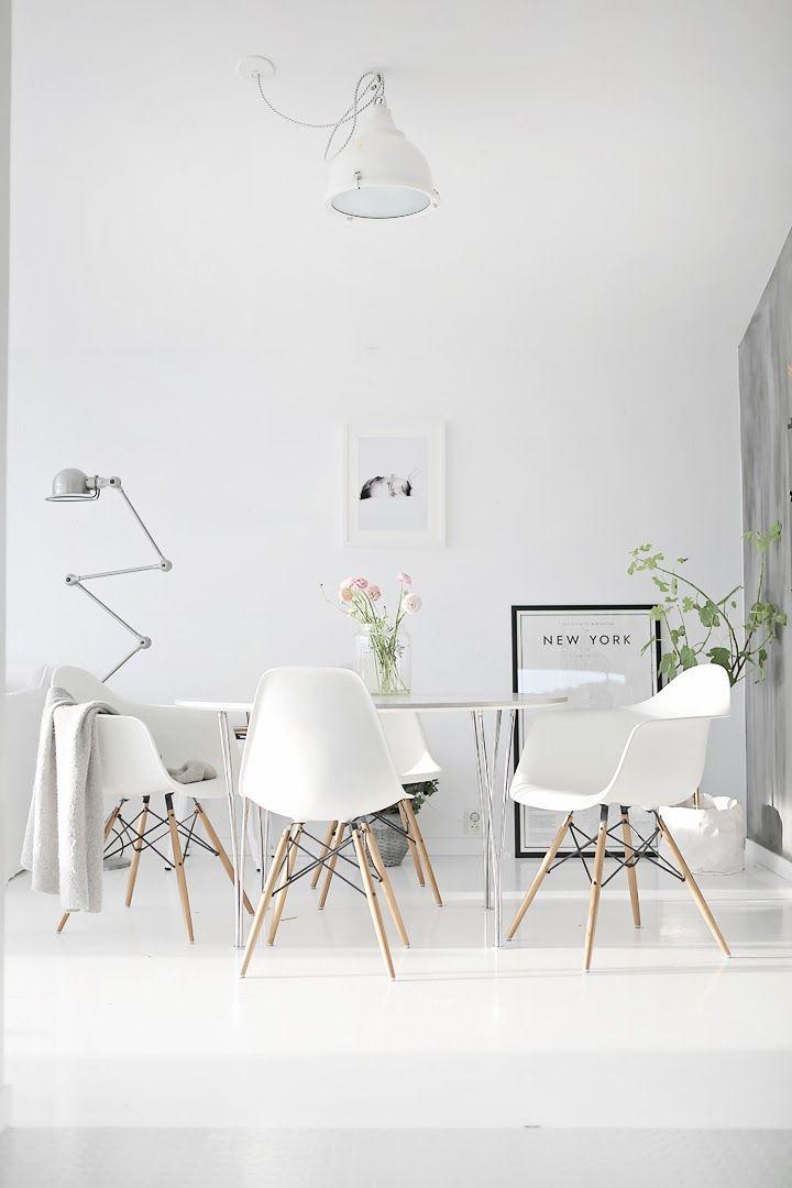 salle à manger minimaliste et totalement blanche, Attraktive mobel