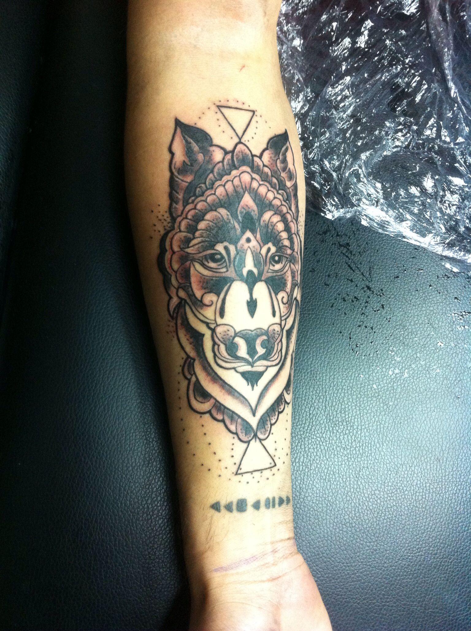 wolf in forearm tattoo tattoos design tatuaje wolf tattoos pinterest forearm tattoos. Black Bedroom Furniture Sets. Home Design Ideas
