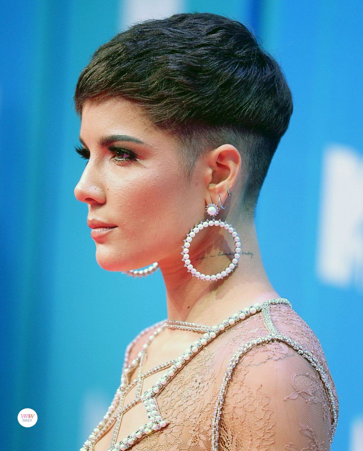 Halsey in Fallon earrings at the 12 MTV EMAs  Halsey hair