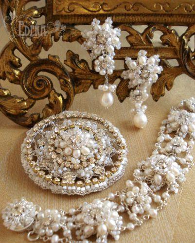 wedding-jewelry-set-white-pearls.jpg