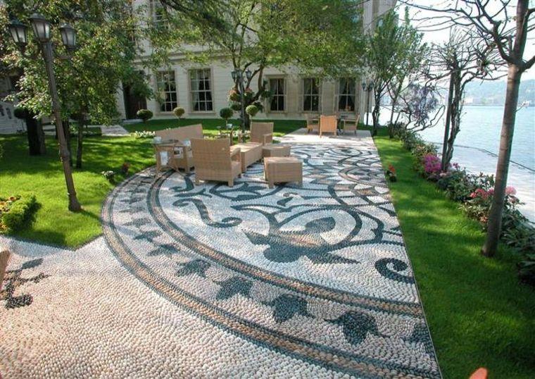 Mosaico de guijarros para decorar el jard n ideas estupendas jardines caminos jardin - Mosaicos para suelos ...