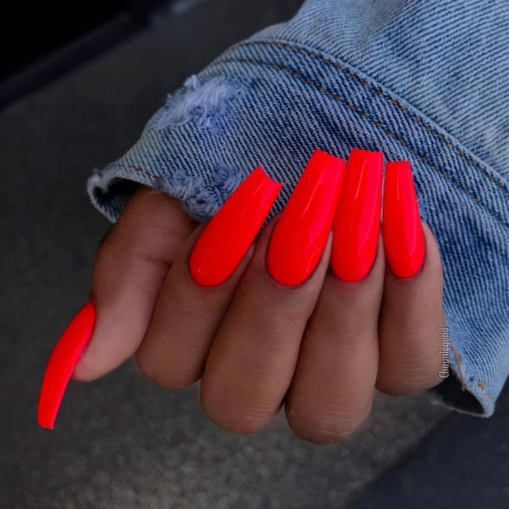 Not quite ready to give up Neons yet #neons #quite #ready #AcrylicNails Acryl