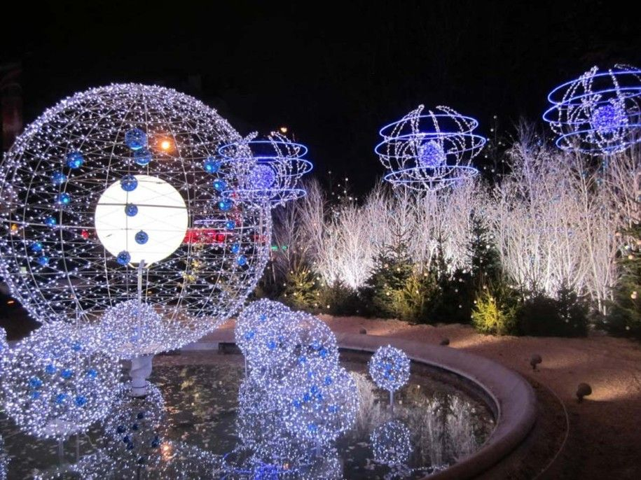 Outdoor Christmas Light Decorations With White And Blue Led Lights Glob Christmas Decorations Diy Outdoor Light Up Christmas Decorations Outdoor Christmas Tree