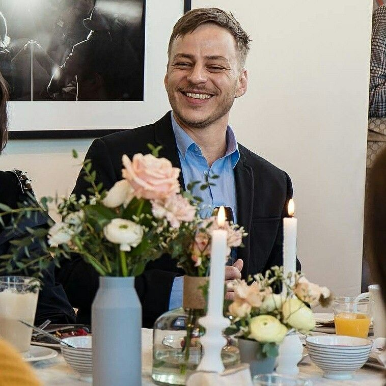 Beautiful photo and smile of Tom Wlaschiha at the Nesspreso Lounge breakfast Berlinale 2017 (edit picture )