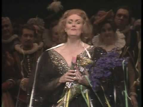 Joan Sutherland's Last Song - Her Final Farewell-Applause for the first 6 minutes 30 seconds. Singing begins at about 6:31