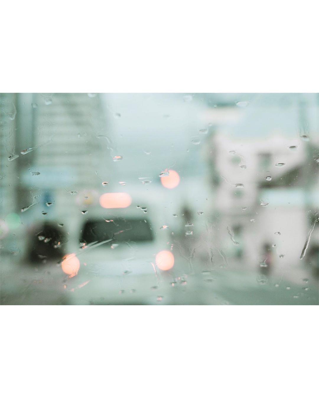 . . . . 窓の水滴を気にしていると、 周りがぼやけました。 嫌なことを気にしていると、 周りが見えなくなりました。 こんなにも世界は広いのに。 . 忘れたいことだらけ . . . .  fujifilm  xt3  fujifilmxt3   igersjp  pics_jp  photography   tokyocamerabu  photogram_archive   ファインダー越しの私の世界   フィルムに恋してる  写真好きな人と繋がりたい