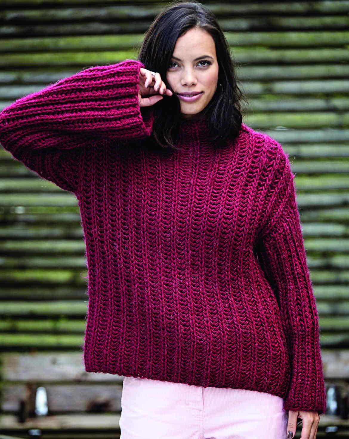 Dieses Rot wird bestimmt Aufsehen erregen. Nutze diese schöne Farbe, um alle Aufmerksamkeit auf dich zu ziehen. Stricke dieses Modell in rot. Der Pullover wird im Patentmuster gestrickt. Es ist ein bequemes Modell mit weiten Ärmeln.