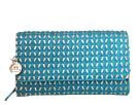 Woven-like clutch with metallic underlay.