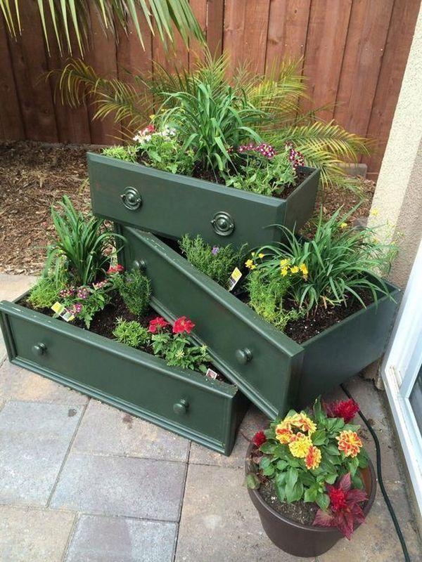 Ungewöhnliche aber schöne DIY Gartendekoration aus alten Schubladen -  Ungewöhnliche aber schöne DIY Gartendekoration aus alten Schubladen