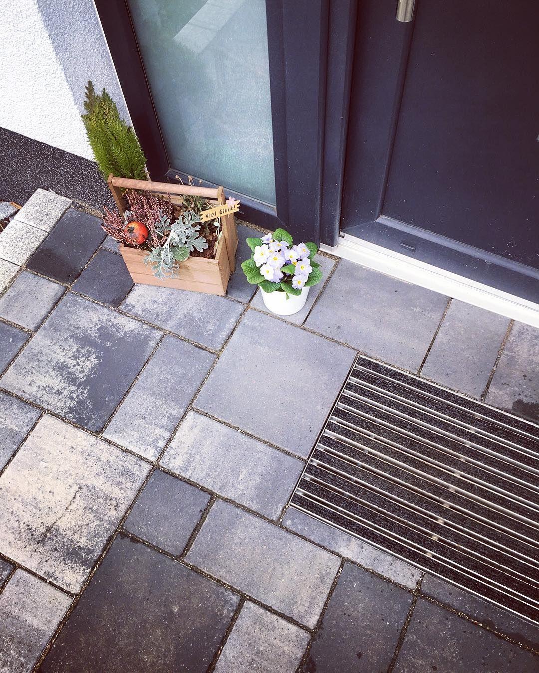 Eingangsbereich Gestalten Mit Einem Schuhabstreifer Von Aco Hochbau Gefunden Bei Haus Im Harz Auf Instagram Eingang Hauseingang Gestalten Haustur Eingang