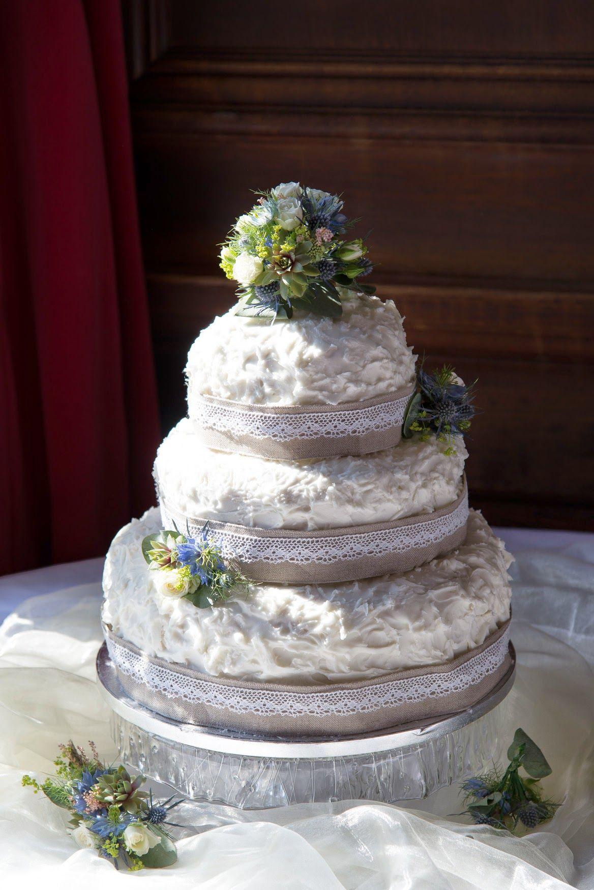 Fresh flower cake decorations for a summer wedding at somerville fresh flower cake decorations for a summer wedding at somerville college by jemini flowers izmirmasajfo