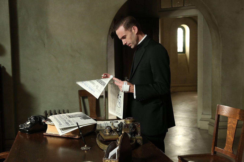 joseph fiennes as monsignor timothy howard ahs asylum