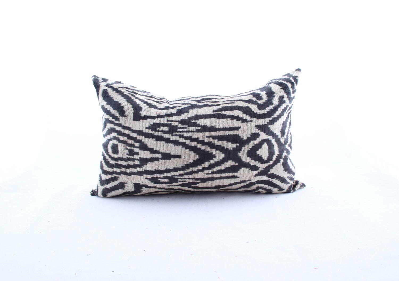 New design yunersilk velvet ikat pillow coverdecorative handmade