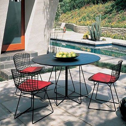 Another Piece Of Indoor Outdoor Furniture We Love? Wire Chairs. Theyu0027re