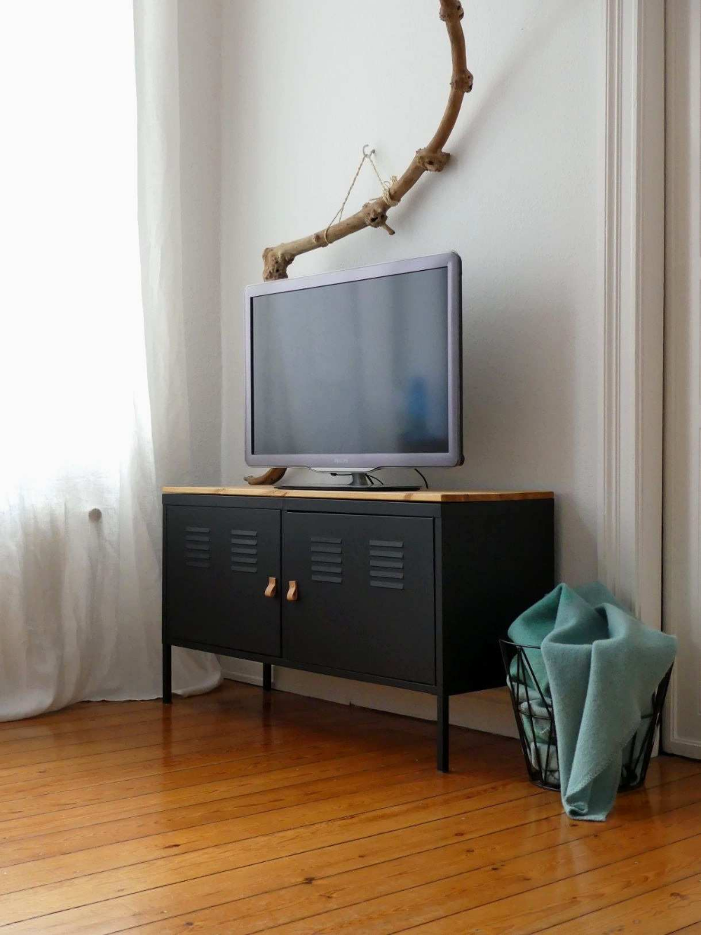 Ikea Ps Meuble Tv Black Painted Ikea Ps Hack Paint Glossy Black With Wood Idees Fraiches De Meubles De Ma Mobilier De Salon Meuble Metal Ikea Diy Meuble Ikea