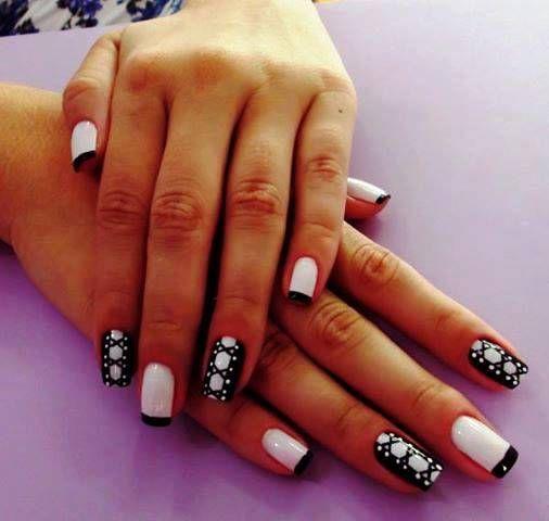 O branco e o preto se completam perfeitamente e nessa nail art não foi diferente. O resultado são unhas belíssimas!!! Tudo para suas unhas em: www.lojadeesmaltes.com.br