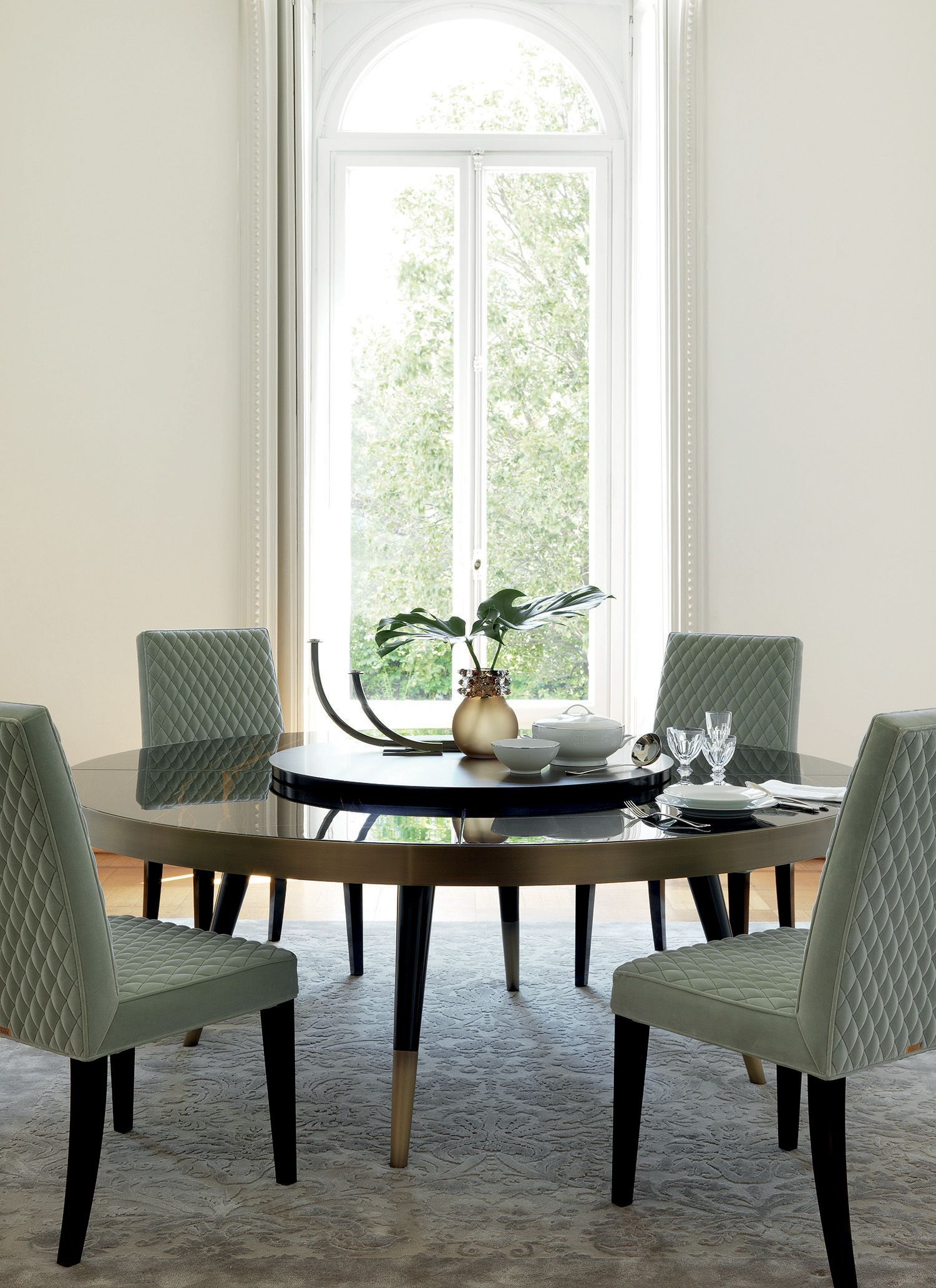 MAYFAIR A Round Dining Table With The Top In Precious Sahara Noir Marble  And An Independent