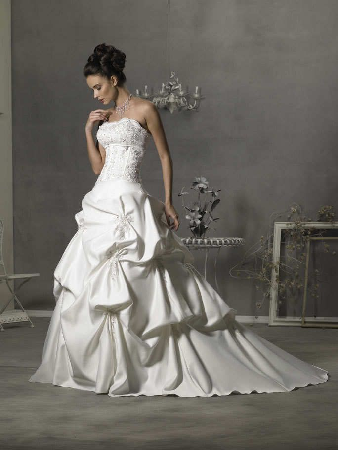 Stock white satin embroider long train bridal gown wedding dresses Lace-up 16