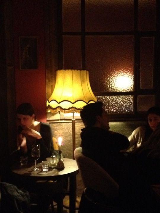 Wohnzimmer Bar Lese Café Für Entspannte Stunden Mit Buch Oder