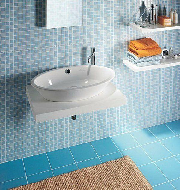 Salle de bain bleu étagères évier carrelage mosaïque la salle de