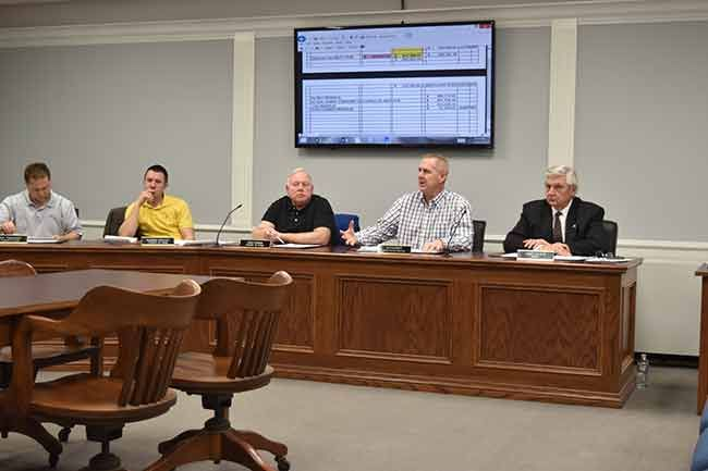 City Council Members Safety Service Director Jay Fleming And Van Wert Mayor Jerry Mazur Discuss Matters At Monday Night With Images Economic Development Council Van Wert