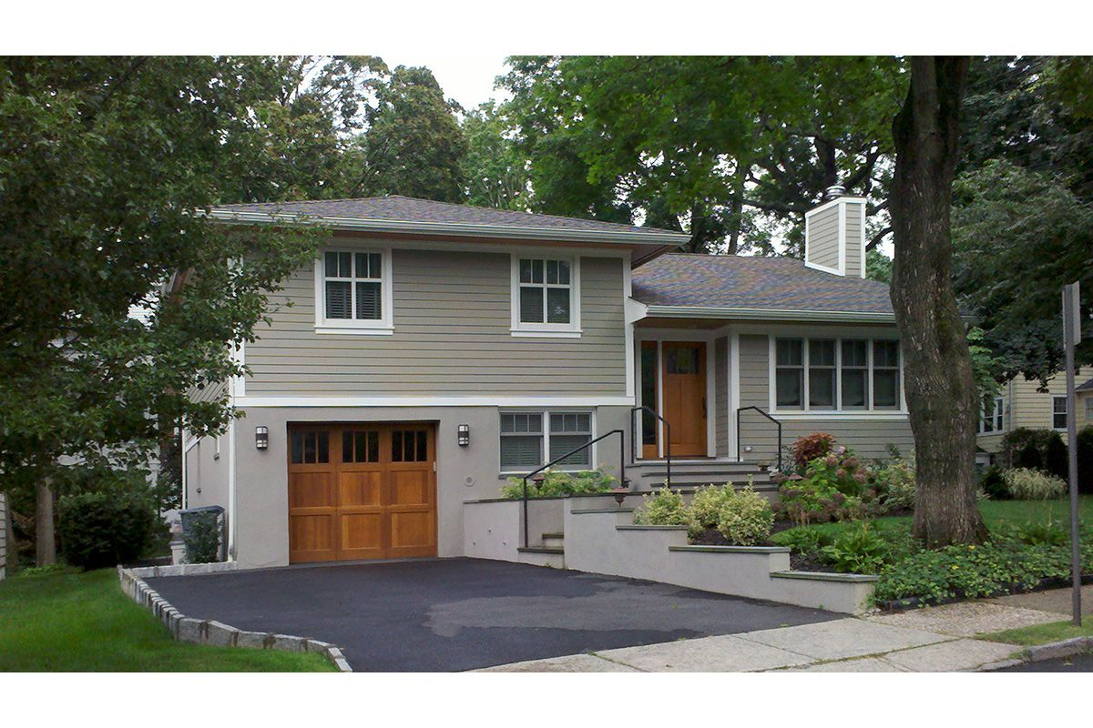 Renovated 1950s Split Level Only If It Were A 2 Car Garage Exterior House Remodel Split Level Remodel Exterior Home Exterior Makeover