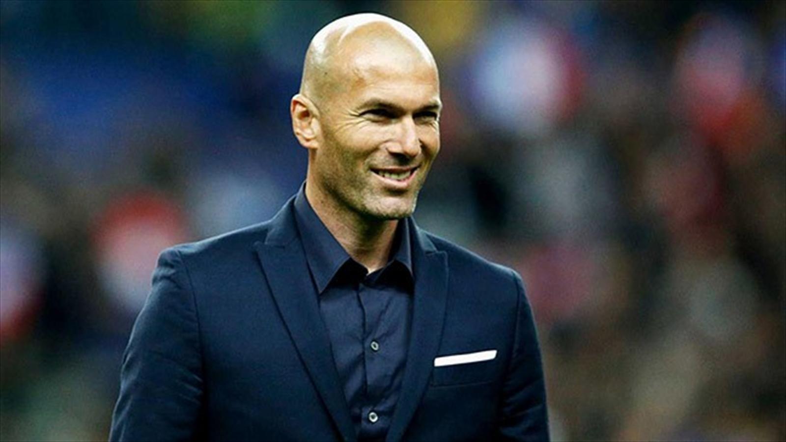 El único de lso tres banquillos que ha cambiado. 'Zizou' debuta como entrenador en Champios después de haberle devuelto al Real Madrid las buenas sensaciones y el buen juego con el que ganó 'La Décima'