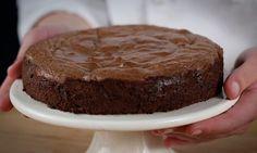 Este fantástico bolo de mousse de chocolate vai derreter-se à sua frente. Fica pronto em menos de meia hora e vai seguramente impressionar os seus amigos.