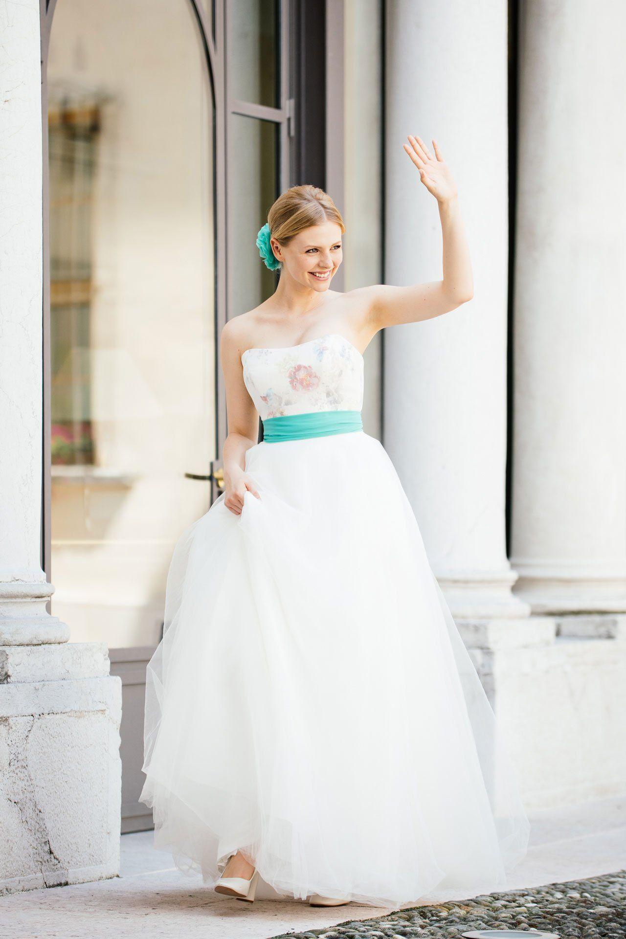 Tüllrock meets freches, kurzes, farbiges Brautkleid. Und das ...