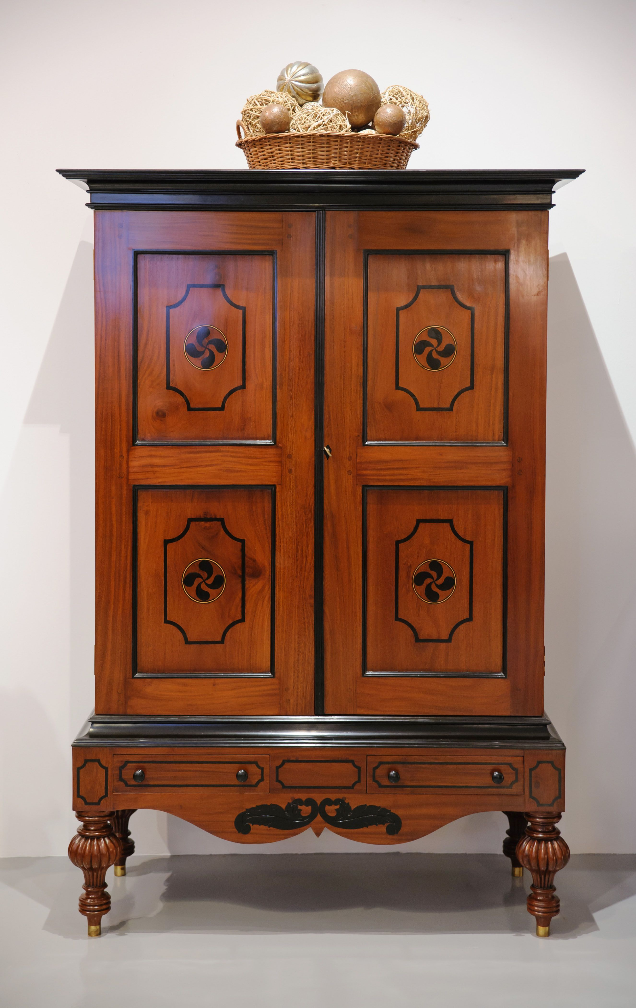 Incroyable Stylish Antique Furniture From The Past Perfect Collection | Singapore |  Travelshopa
