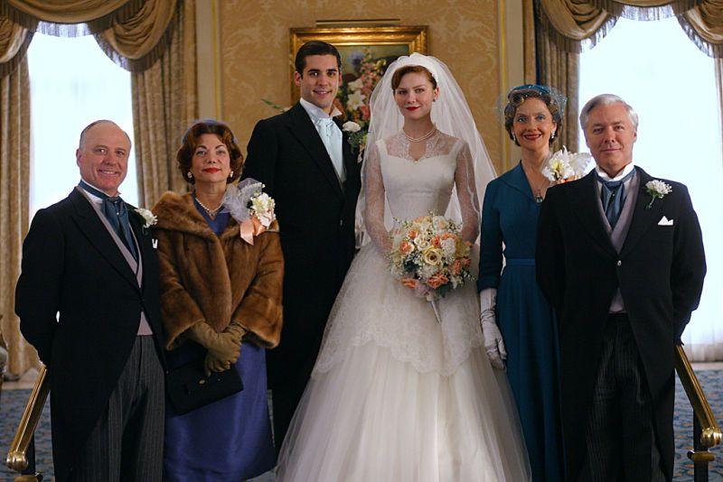 Jordan Bridges (as Spencer Jones) and Kirsten Dunst (as Betty Warren) in Mona Lisa Smile (2003) #monalisasmile #kirstendunst