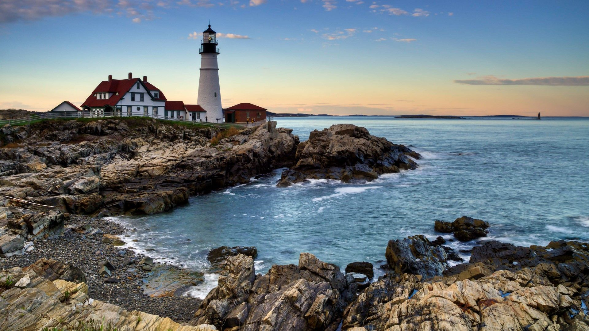 Portland Head lighthouse at sunset, Cape Elizabeth, Maine. [Desktop wallpaper 1920x1080]